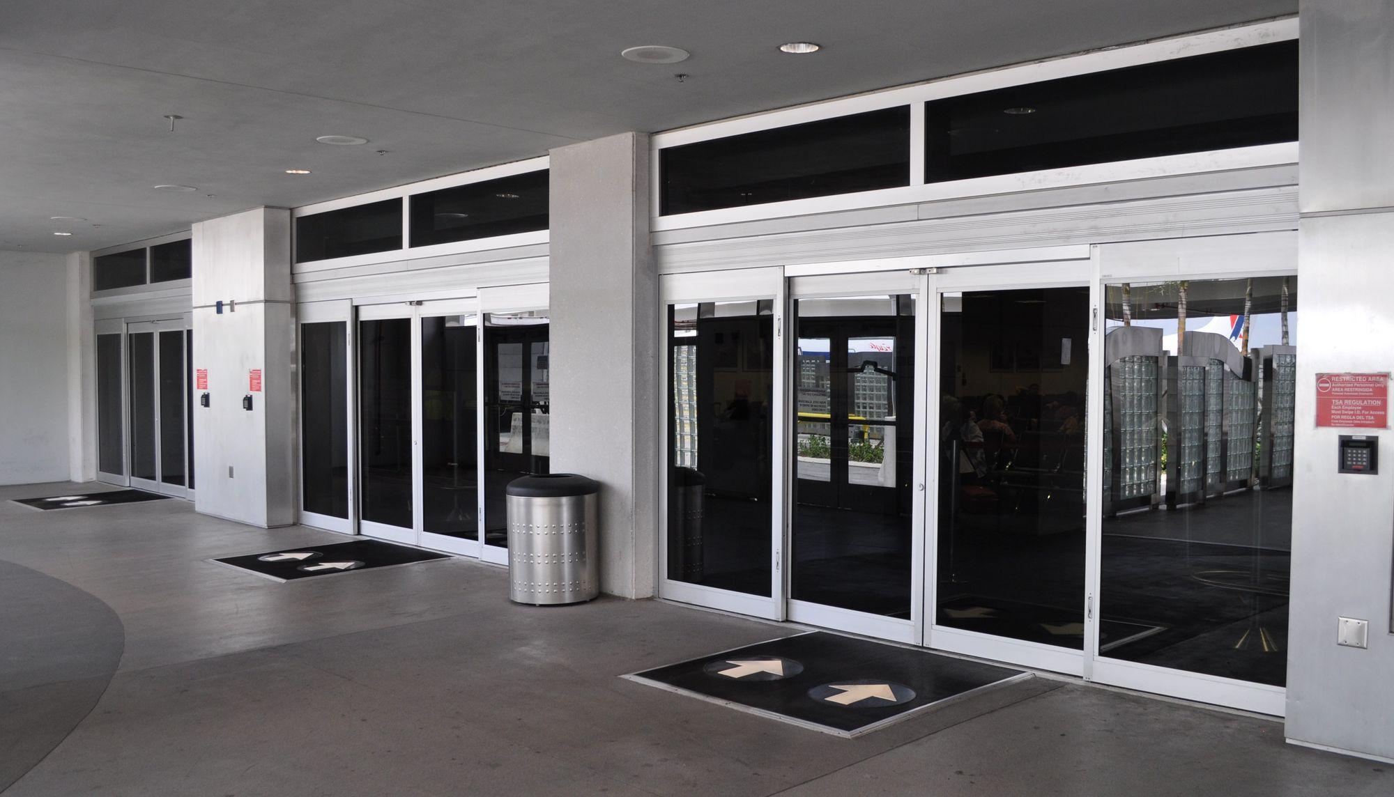 Двери раздвижные автоматические торговый центр